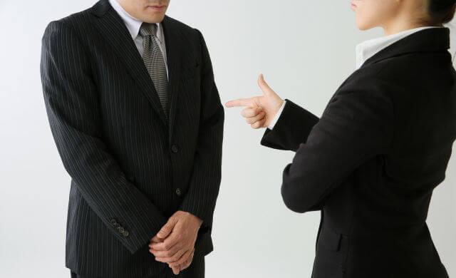 職場で苦手な人とは話さないで距離を置く?緊張とストレスの対処法は?